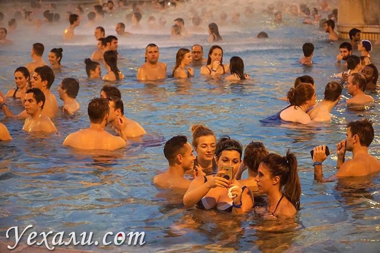 Парк Варошлигет, Будапешт, Венгрия. На фото: термальные купальни Сечении.