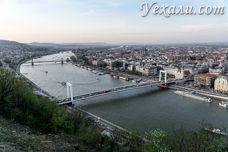 Лучшие обзорные площадки Будапешта. Панорамное фото города с горы Геллерт.