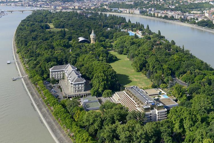 Отели с термальными купальнями в Будапеште. На фото: Ensana Grand Margaret Island.