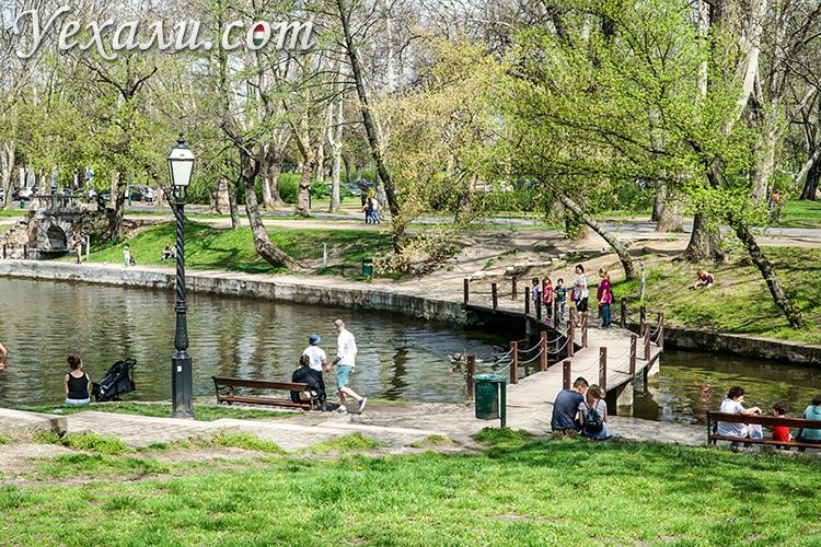 На фото: парк Варошлигет, Будапешт, Венгрия.