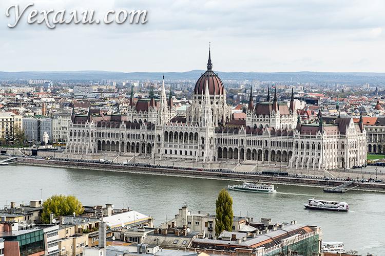 Главные достопримечательности Будапешта. На фото: здание венгерского парламента.