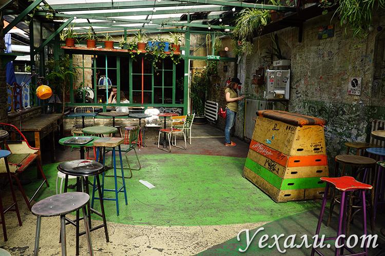 Руин-бар Szimpla Kert в Будапеште, фотографии