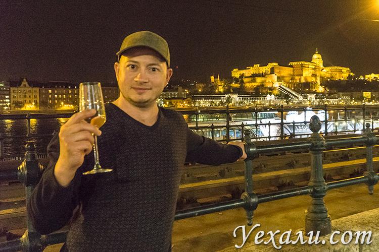 Что попробовать в Будапеште из еды и спиртного. На фото: токайское вино.