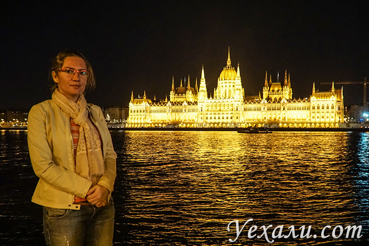 Что можно посмотреть в Будапеште (Венгрия) за 3 дня: венгерский парламент вечером.
