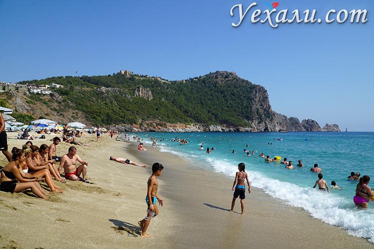 Самые красивые пляжи Турции. На фото: пляж Клеопатры в Алании.
