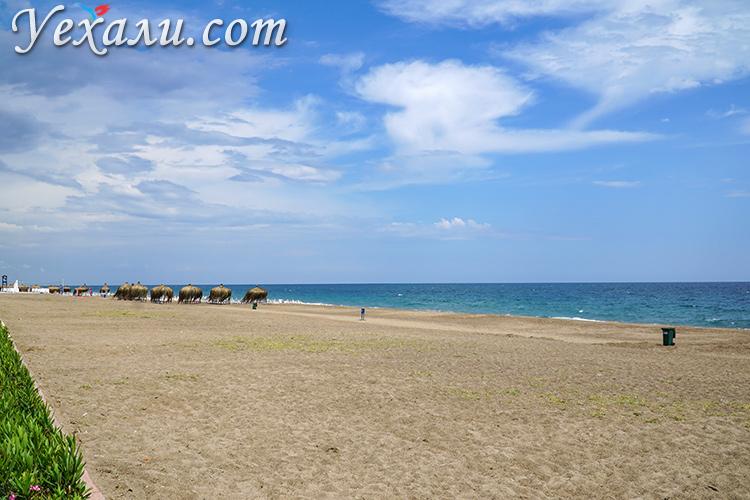 Отдых в Турции в ноябре, пляж Лара в Анталии.