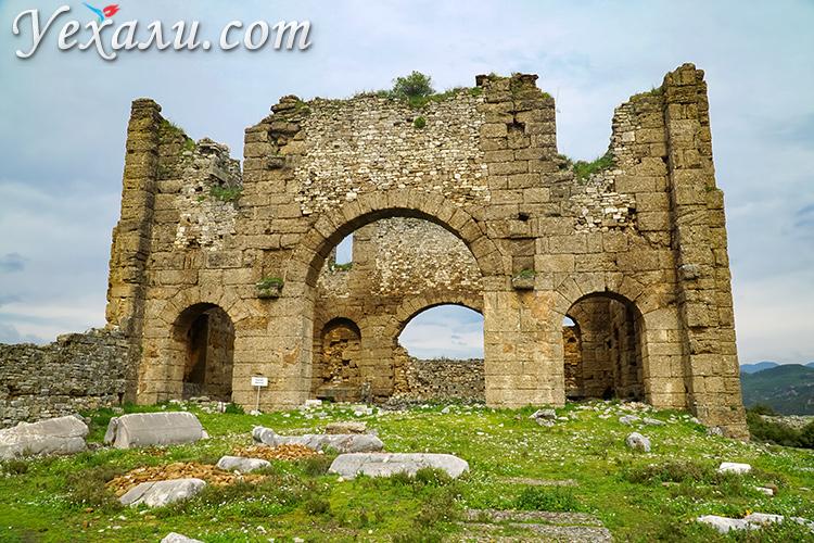 На фото: базилика античного города Аспендос, Турция.