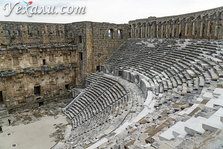 Древний город и амфитеатр Аспендос в Турции.