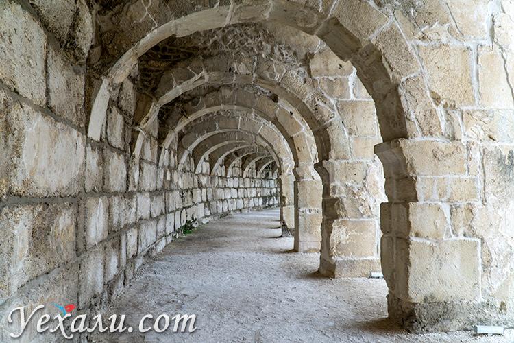 На фото: амфитеатр Аспендос, Турция.