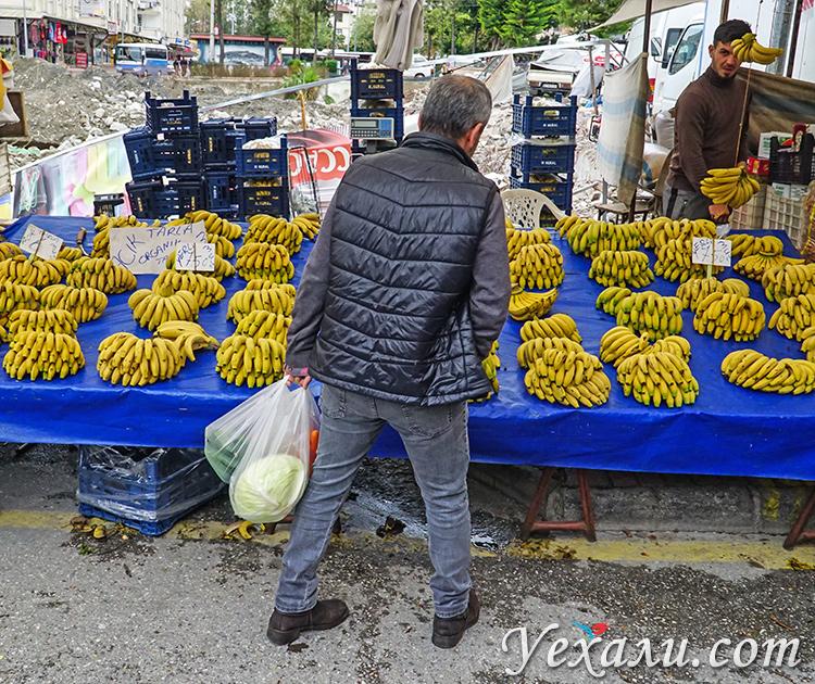На фото: пятничный рынок в Аланье, Турция.