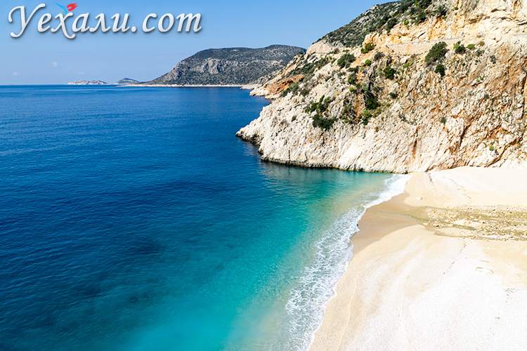 Самые красивые пляжи Турции. На фото: пляж Капуташ.