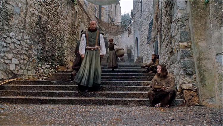 Где снимали Игру престолов в Жироне. На фото: Арья в Браавосе.