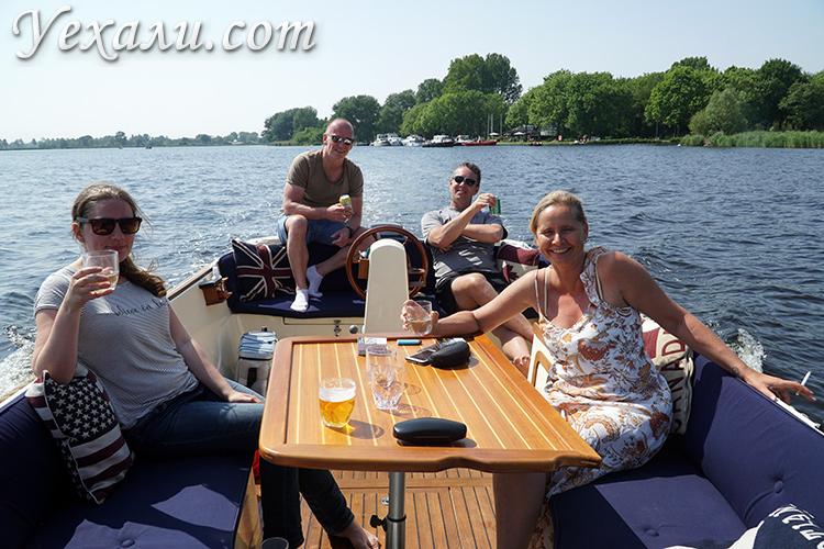Катание по каналам в Голландии