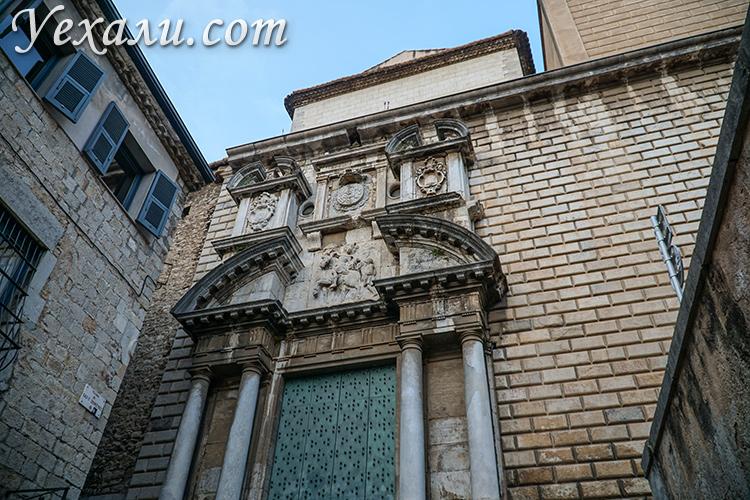 Места съемок Игры престолов в Жироне. На фото: церковь Esglesia de Sant Marti Sacosta.