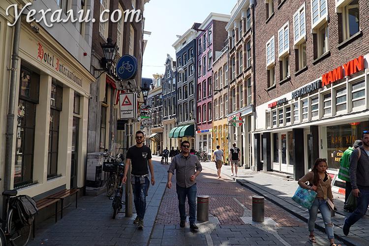Квартал с девушками в Амстердаме