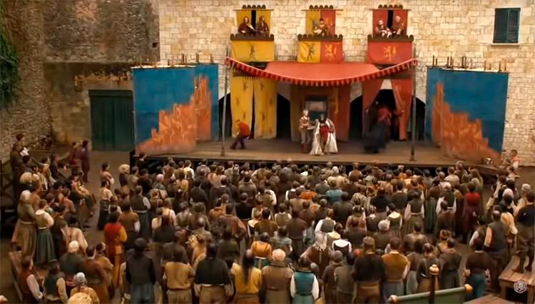 Места съемок Игры престолов в Жироне: уличный театр на Placa dels Jurats.