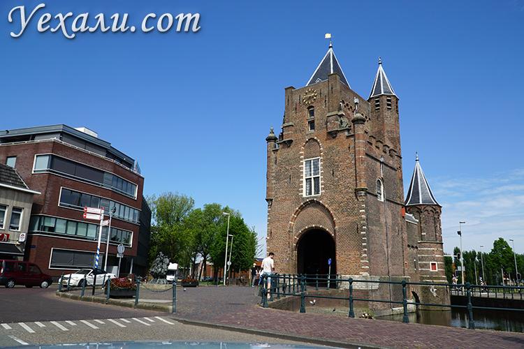 Достопримечательности Харлема, Нидерланды. На фото: Амстердамские ворота.