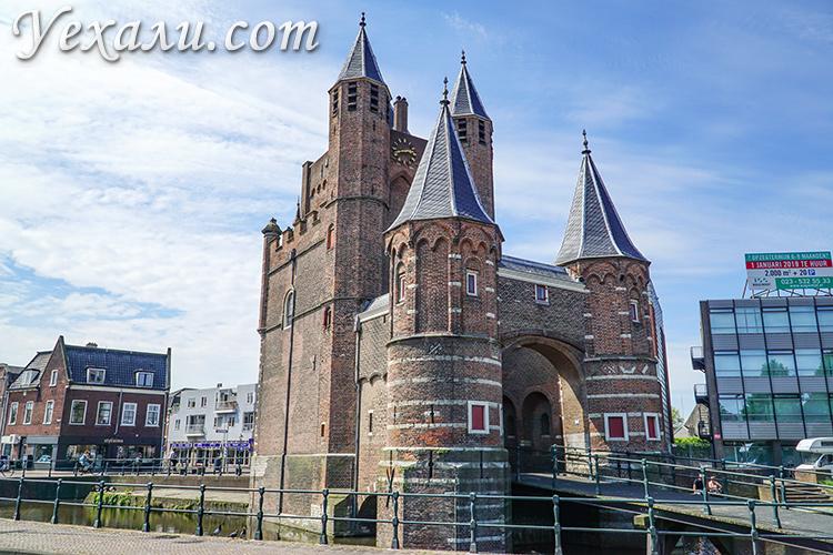 На фото: Амстердамские ворота, Харлем, Голландия.