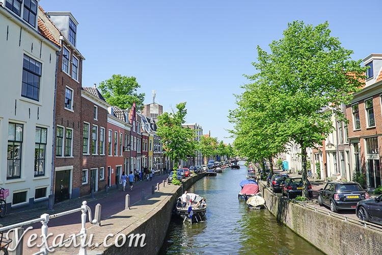 Достопримечательности Харлема, Голландия. На фото: канал Bakenessergracht.