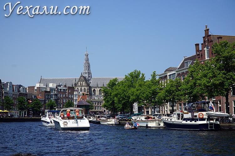 Лодки на каналах в Нидерландах