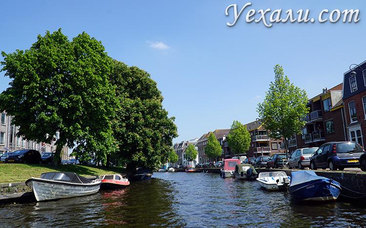 Лодки в городах Голландии