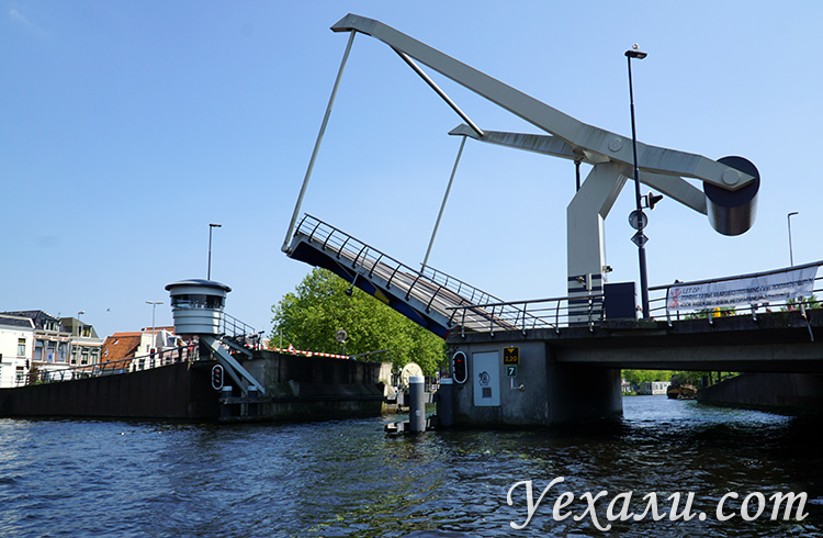 Разводные мосты на каналах в Голландии, фото