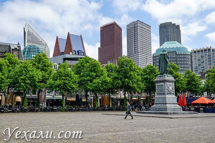 Достопримечательности Гааги. На фото: площадь Плейн.