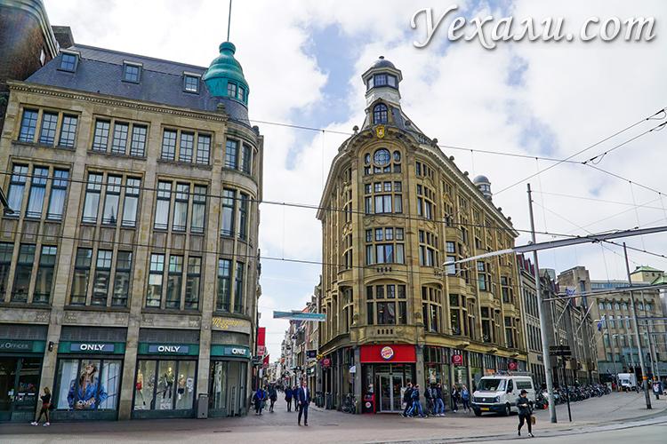 Гаага, здания в центре города.