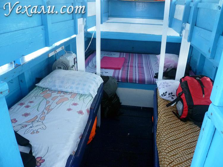 Фото корабля на экскурсии в национальный парк Комодо в Индонезии