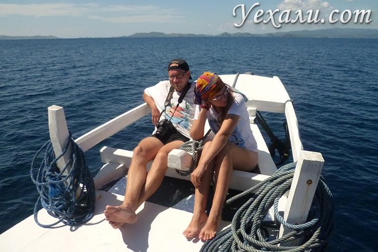Корабль на экскурсии к комодским варанам