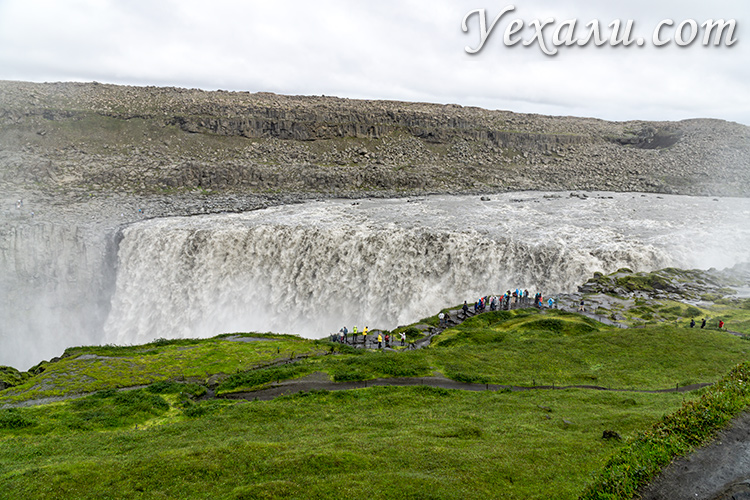 Путеводитель по Исландии На фото: водопад Деттифосс.