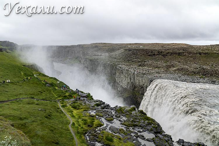 На фото: водопад Деттифосс, Исландия.