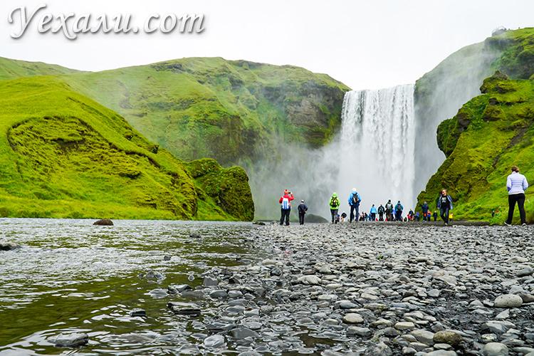 Самые красивые водопады Исландии. На фото: Скогафосс (Skogafoss).