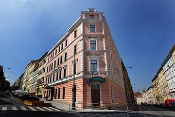 Отели Жижкова, Прага. Carlton.