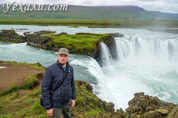 На фото: водопад богов Годафосс в Исландии.