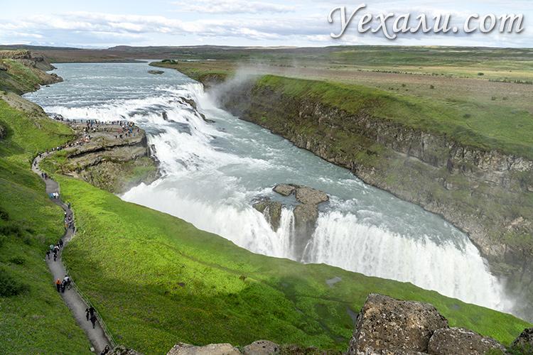 На фото: золотой водопад Гюдльфосс, Исландия.