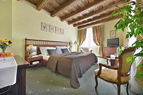 Отели Малой Страны, Прага. Hotel U 3 Pstrosu.