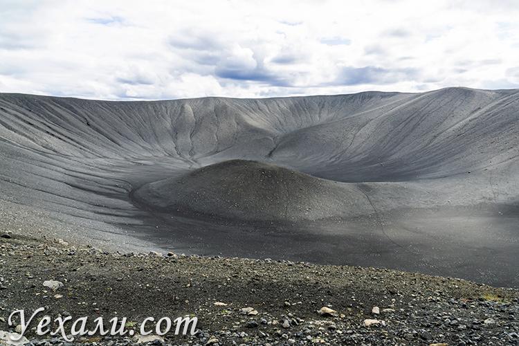 Вулкан Хверфьядль (Hverfjall) в Исландии.