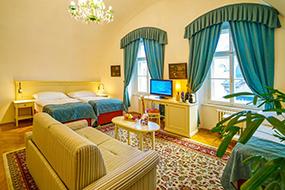 Хорошие отели в Праге в центре. Josephine Old Town Square Hotel.