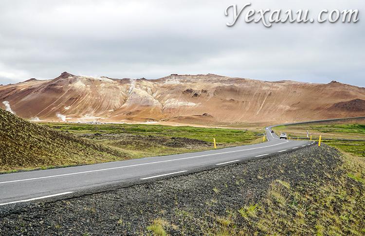 Дорога к озеру Вити в Исландии.