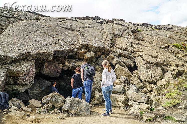 Пещера Грьетагья, Исландия. Очередь у входа.