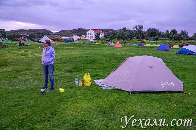 Кемпинг у озера Миватн, Исландия.