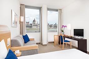 Отели Будапешта рядом с купальнями Лукач и Кирай. Novotel Budapest Danube.
