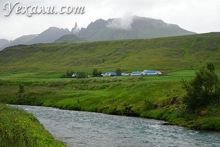 На фото: река в северной Исландии