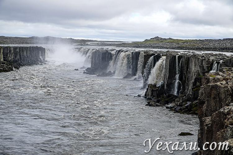 На фото: водопад Сельфосс в Исландии.