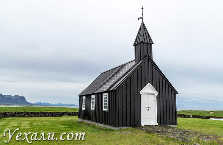Черная церковь Будакиркья (Búðakirkja), Исландия.