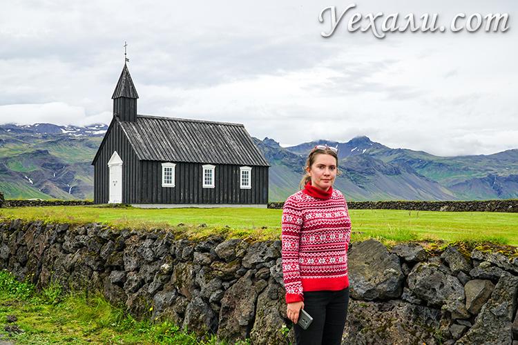 На фото: черная церковь Будакиркья (Búðakirkja), Исландия.