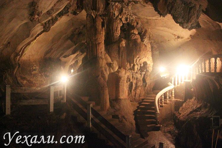 Пещера Там Чанг в Ванг Вьенге, Лаос