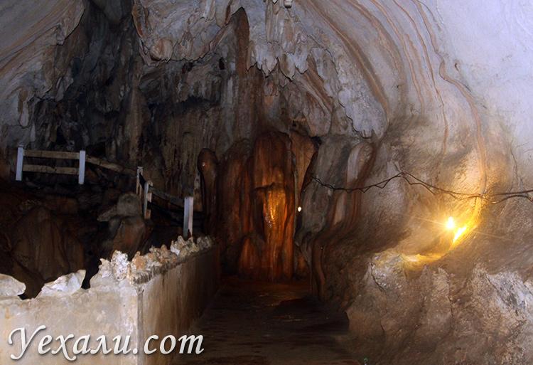Слоновья пещера в Ванг Вьенге