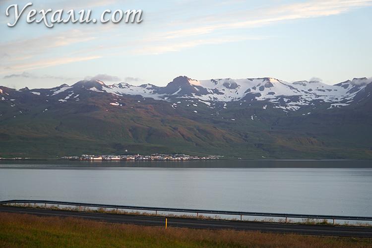 Красивый вид из кемпинга в Исландии
